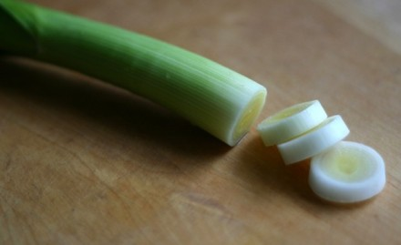 42.Blog_Mid-week clean+lean catch-ups Lemony leeks with kidney beans + feta1