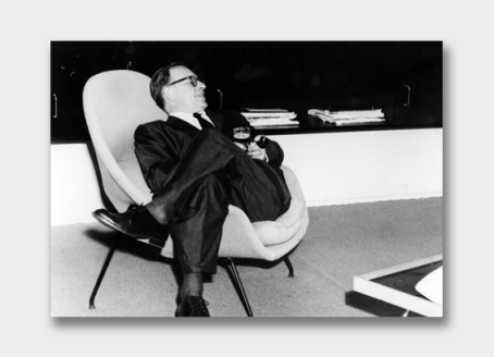 Eero Saarinen in his 1948 Womb Chair | Marcus Hay talks styling and the top 7 interiors stores in NYC | meltingbutter.com