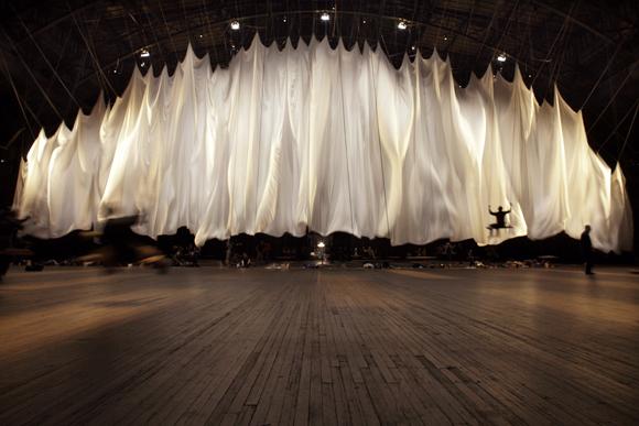 Ann Hamilton: The Event of a Thread | NYC Hotspot Find: Park Avenue Armory | meltingbutter.com