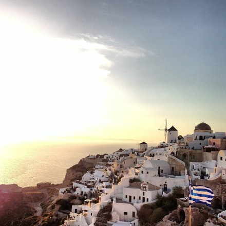 Santorini Hotspot Find: Old Castle Oia | meltingbutter.com