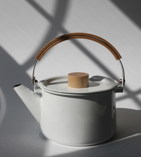 Enamel kettle by Makoto Koizumi for Kaico | NYC Hotspot Find: Brook Farm General Store | meltingbutter.com